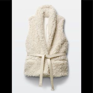 Aritzia Wilfred Courcelle Faux Fur Sherpa Vest